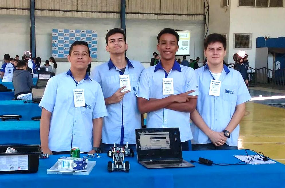 Alunos da ETPC competem no Torneio Juvenil de Robótica
